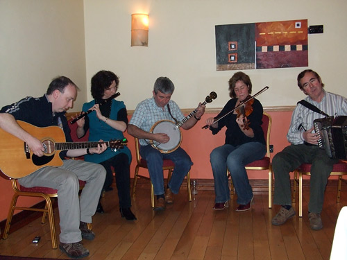 -El grupo de música tradicional celta que amenizó la cena
